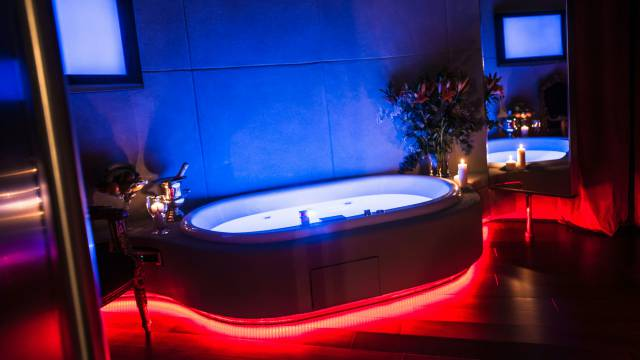 Mdm-Luxury-Rooms-Roma-jacuzzi-36
