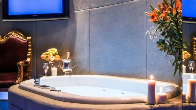 Mdm-Luxury-Rooms-Roma-jacuzzi-37