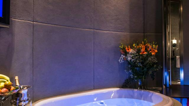 Mdm-Luxury-Rooms-Roma-jacuzzi-43
