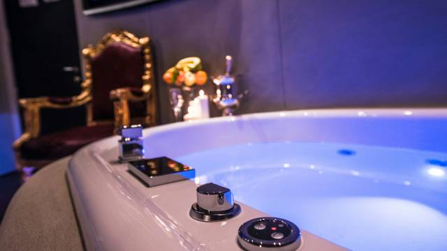 Mdm-Luxury-Rooms-Roma-jacuzzi-44